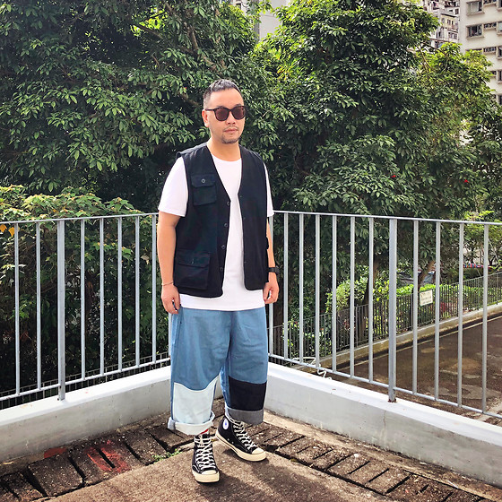 Mannix Lo - Online Shop Hunting Vest, Cotton On Tee, Patchwork Loosefit Denim Pants, Converse Chuck Taylor 70s Sneakers - Ego never accepts the truth