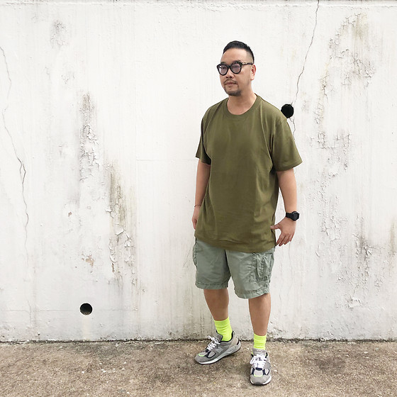 Mannix Lo - Online Shop Tee, Uniqlo Cargo Shorts, Madness X New Balance 990v2 Sneakers - Don't let your creativity die from the lack of support