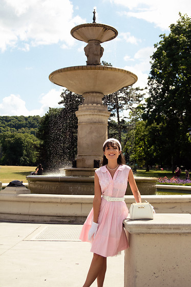 Carolina Pinglo -  - Pink Dress by the fountain