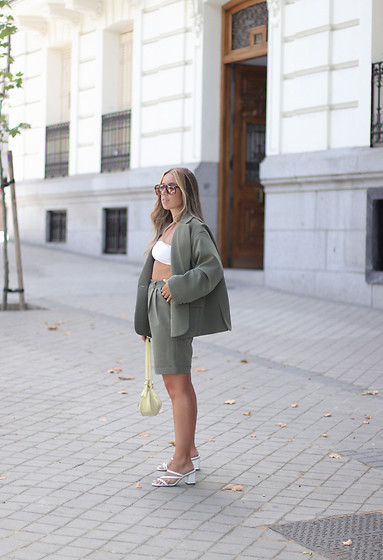 Claudia Villanueva - Yesstyle Blazer, Stradivarius Top, Yesstyle Shorts, Mango Bag, Yesstyle Sandals - A suit to wear this summer