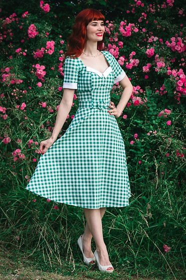 Bleu Avenue Ofbleuavenue - Collectif Green Gingham Roberta Swing Dress - The Roses of Yesterday