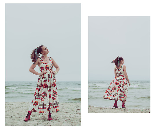 Iwona - Vestium Vintage Dress, Vestium Vintage Scarf - Wind from the sea
