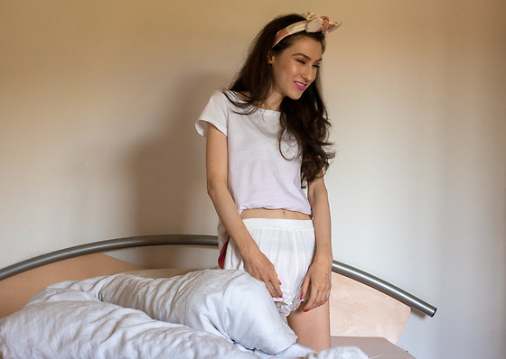 Veronika Lipar -  - Cool Sleepwear Style You Must Try This Summer