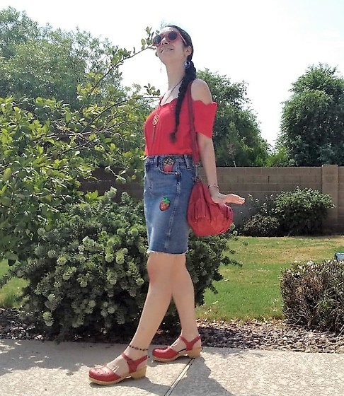 Saguaro Style - Marshall's Scallop Cold Shoulder Top, Buffalo French Fry Skirt!, Liebskind Berlin Red Bag, Sven Clogs Leaf Punch Red - 08.21.20
