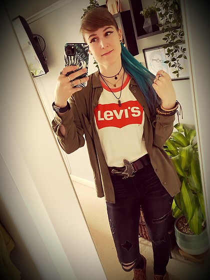 Space Coyote - Levi's® White Levi Top, Topshop Khaki Button Up Shirt, Hollister Black Skinny Ripped Jeans, River Island Eagle Leather Belt - Summer Shudder