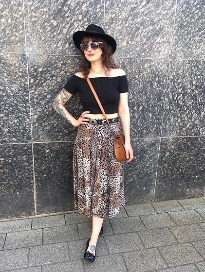 Maze - Vintage Skirt, H&M Old Crop Shirt - STOP CATCALLING!