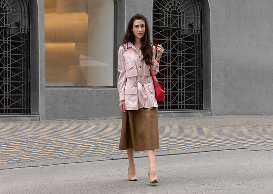 Veronika Lipar - Maxmara Pink Safari Jacket, H&M Brown Leather Skirt, Gianvito Rossi Blush Pink Pumps - Classy Way to Wear Leather skirt for Work or Meeting