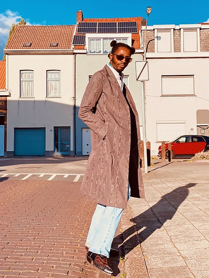 Jon The Gold - Cos Brown Pattern Coat, Levi's® Denim Pants - Power Puff Daddy