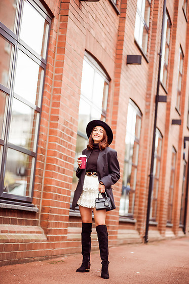 Virgit Canaz - Moda In Pelle Over The Knee Boots, Ecuaandino Fedora Hat - 1st AUTUMN LOOK
