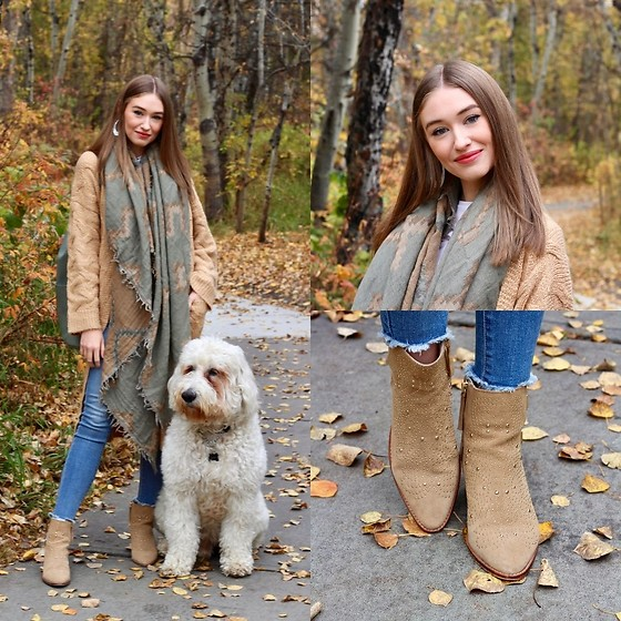 Taylor Doucette - Wilfred Sage Green Blanket Scarf, Zara Suede Gold Stud Boots, Old Navy Raw Edge Jeans, Nordstrom Chunky Knit Duster Cardigan - Lie Like This - Julia Michaels