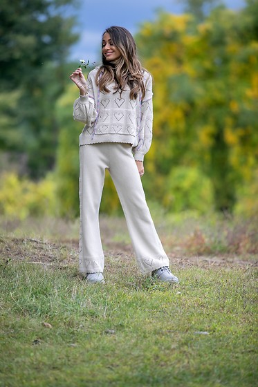 Lauren Recchia - Ugg Boots, Loveshackfancy Hooded Sweater, Loveshackfancy Knit Pants - Falling in Love