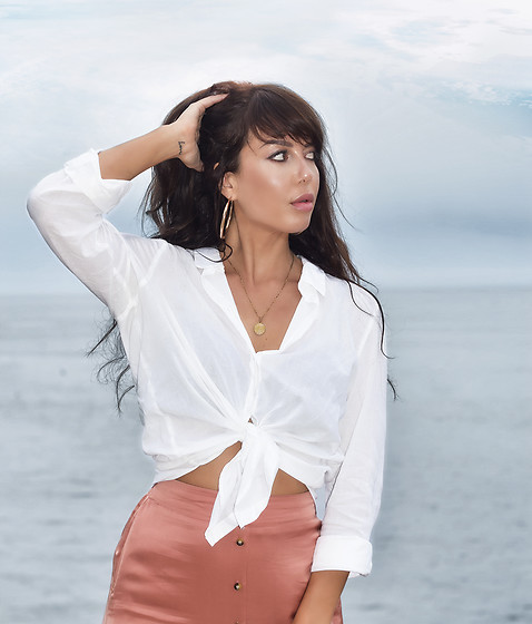 Kaya Peters - White Blouse, Satin Skirt - Simple White Blouse