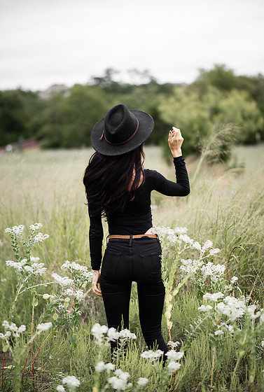 Jordanlehn - All Saints Copa Suede Belt, Rag & Bone Nina High Rise Skinny No Fade Black, Stetson Men's Crushable Wool Hat - Back in Texas