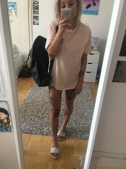 Kelly Doll - Your Turn Pastelpink Shirt, Ripndip White Sandals, Rains Black Bag - Last summer days