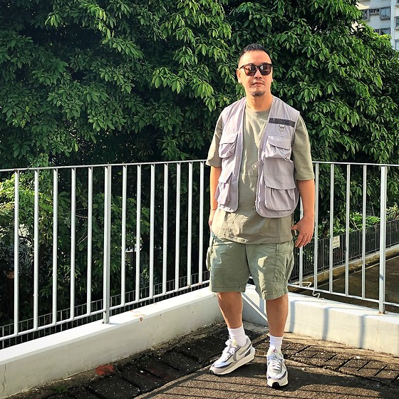 Mannix Lo - Hunting Vest, Oversize Tee, Uniqlo Cargo Shorts, Sacai X Nike Ldv Waffle Sneakers - My destination is a new way of seeing