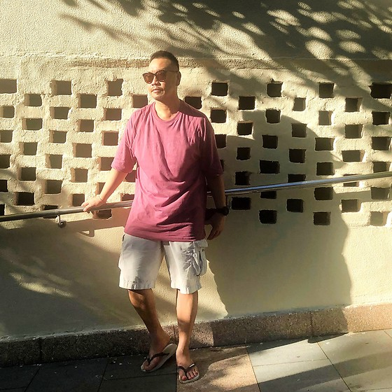 Mannix Lo - Oversize Tee, Uniqlo Cargo Shorts, Havaianas Flip Flops - Be the energy you want to attract