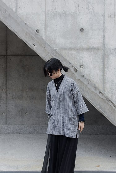 Flosmoony - Vintage Jinbei, Monki Top - Grey Wall Shooting