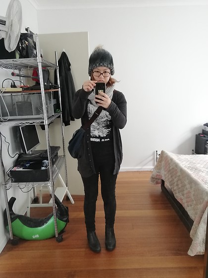Magness TN - Cloud Nothings Concert Black T Shirt, Thrifted Grey Scarf, $2 Shop Grey Beanie, Astro Boy Denim Bag, Khoko Black Stretchy Jeans, Myer Chelsea Boots - Comfy grunge ft messenger bag