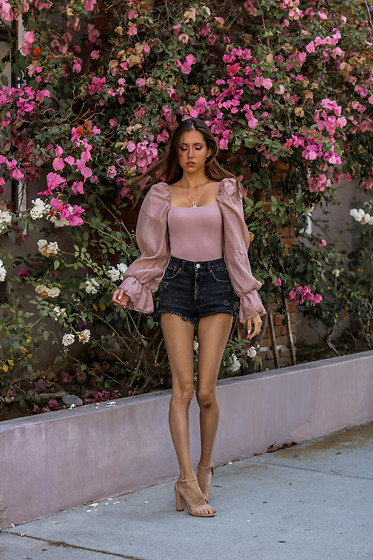 Jenny M - Zara Top, Shoedazzle Sandals - @thehungarianbrunette - Pink & Puffy