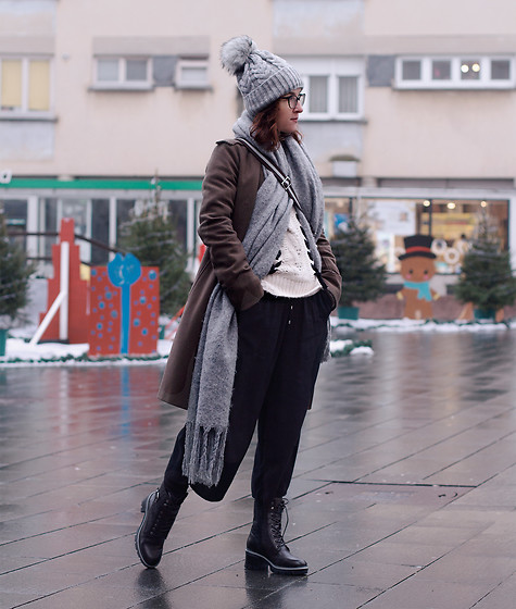 Iva K - H&M Culottes, Zara Sweater, Tamaris Boots, United Colors Of Benetton Coat, Zara Scarf - Winter day