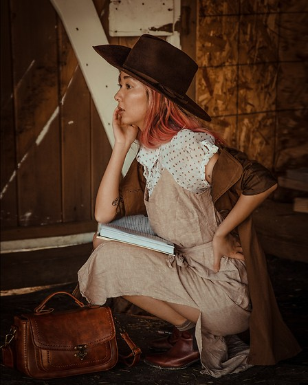 Gabby Chia - 1924 Us Fedora, Glassons Linen Dress, Vagabond Brown Chelsea Boots, Gabbie Faux Leather Bag - At the ranch