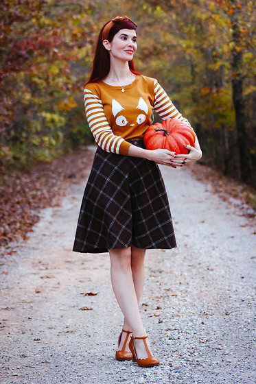 Bleu Avenue - Mak Cat Sweater Kiki's Delivery Service - Pumpkin Spice