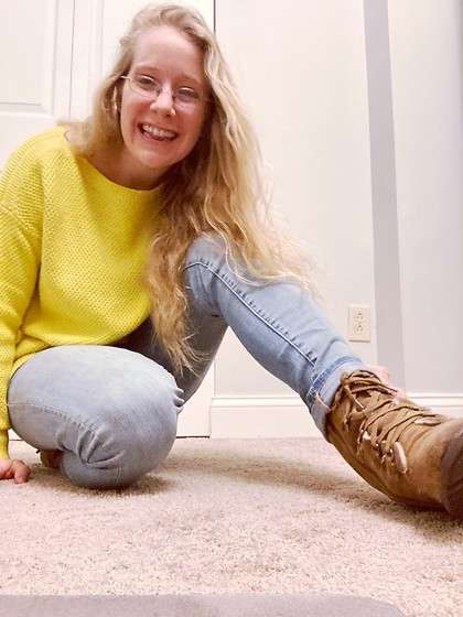 Samantha Husted - A Loft Yellow Sweater, Bearpaw Boots, American Eagle Outfitters Light Wash Skinny Jeans - I Don't Wear Makeup On Thursday