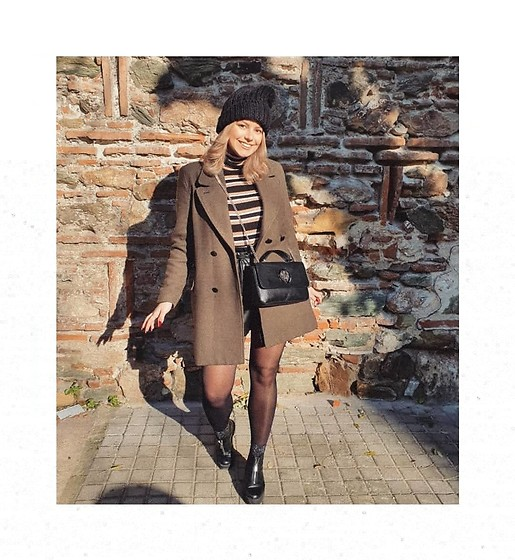 Sissi Stan - Pull&Bear Army Style Coat, Zara Striped Turtleneck, Guess? Black Crossbody Bag, H&M Glitter Socks, H&M Black Zipper Boots - Striped through the city