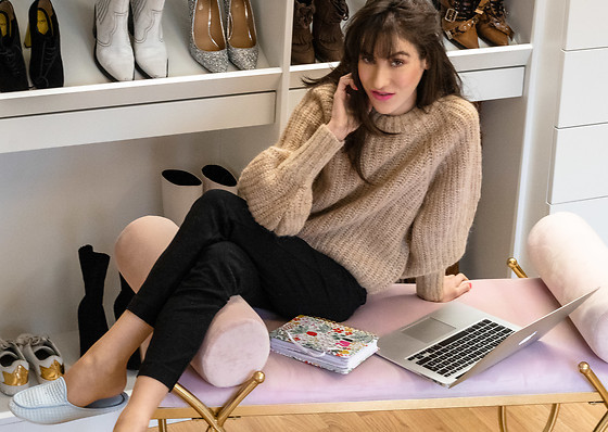 Veronika Lipar - H&M Camel Alpaca Wool Sweater, Black Leggings, Blue Slippers - Leggings and sweater