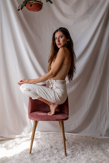 Jenny M - Zara Top, H&M Pants - IG @thehungarianbrunette - 9 sitting poses with a chair