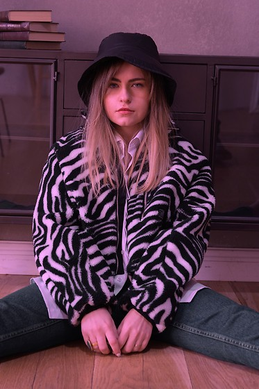 Pauline - House Hat, Bershka Animal Printed Jacket - Exra