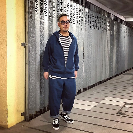 Mannix Lo - Uniqlo Zip Up Hoodie, H&M Stripes Tee, Gu Balloon Pants, Vans Era Sneakers - You are not afraid of old pain
