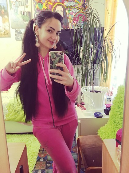 Fia Van den Berg - Juicy Couture Tracksuit - Stay Juicy 💕