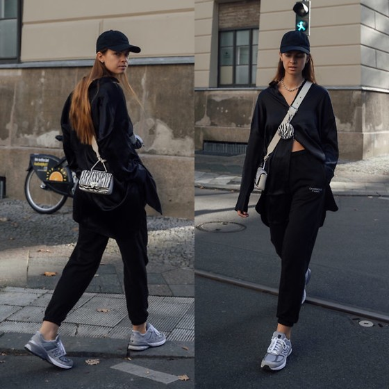 Jacky - New Balance Sneaker, Onweekends Black Sweatpants, 10days Black Blouse, Onweekends Black Cap, Weat Animal Print Small Bag - Sweatpants combined with silk blouse
