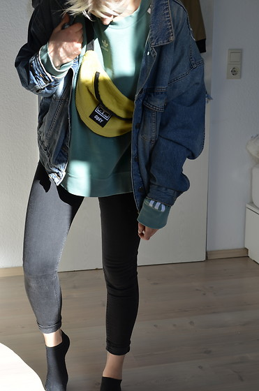 Kelly Doll - Asos Jeans Jacket, Obey Yellow Bumbag, Adidas Green Sweater, Levi's® Black Skinny Jeans - Its okay