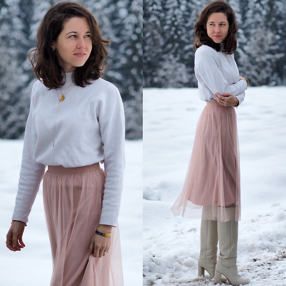Claire H - H&M White Cotton Jumper, H&M Tull Skirt, Zara White Leather Boots, Freywille Bracelet - Snow Pastell