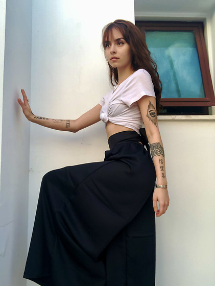 Jessica Faith Marshall - Jfm Silk Crepe De Chine Palazzo Pants, White Tee, Soho Nyc Gold Jewelry - Yin & yang