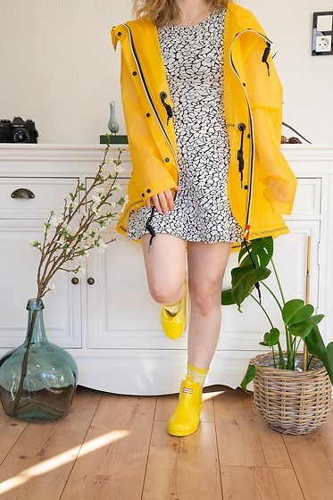 Hasche - Hunter Booties, Hunter Rain Jacket - Let the sun shine with Hunter wellies