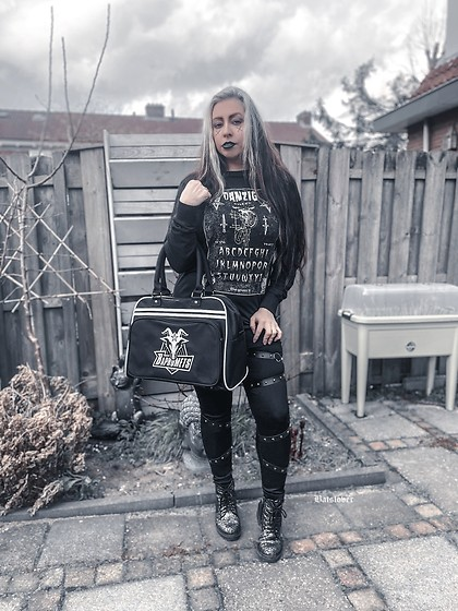 Batslover - Librastyle Baphomets Sport Bag, Uoobox Punk Leggings, Paradiso Clothing Danzig Tee, Magic Markings Jewelled Cross, Librastyle Shrug - Nu goth - Instagram: Batslover