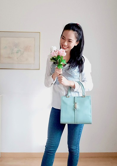Francesca - Zara Blue Lace Bralette, Uniqlo White Shirt, Gucci Blue Leather Bag, Topshop Blue Skinny Jeans - Baby Blue