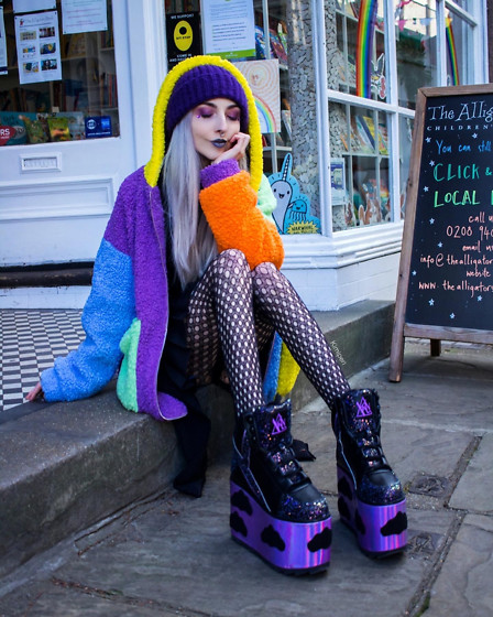 Kimi Peri - Y.R.U. Qozmo Night Sky, Romwe Rainbow Colorblock Teddyjacket, Patterned Tights - Walking Rainbow 🌈⛅️💜