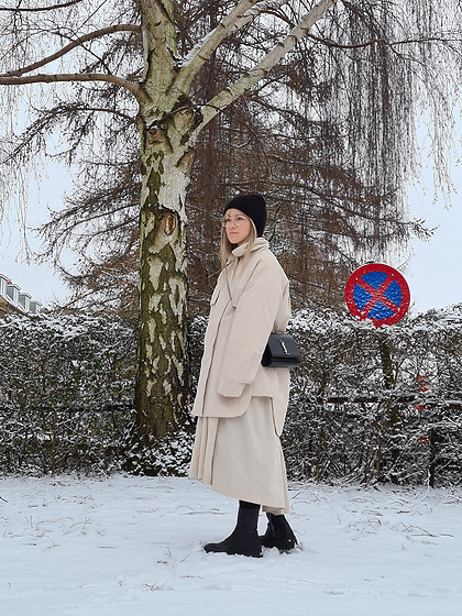 Joicy Muniz - Rabens Saloner Jacket, Yves Saint Lauren Bag, Rabens Saloner Skirt, Zara Boots - Snow days