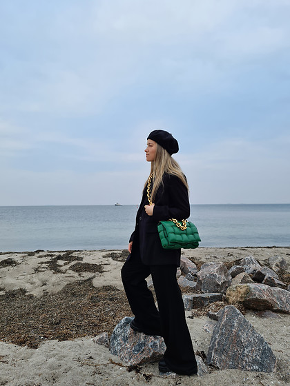Joicy Muniz - Zara Suit, Bottega Veneta Bag - Beach walks