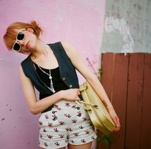 Ashley Marie - Zara High Waisted Summer Shorts, Thrifted Suitcase Bag, Unknown Denim Vest, Ray Ban Fake White Ray Bans - Bubble Gum Mondays.