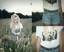 Cheyenne Hills - Levi's® Vintage Shorts, Camden Black And White Camera Top, Primark Thin Brown Belt - Fell in from the stars..