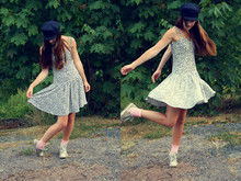 Kajsa K - Can't Remember Sailor Cap, Vintage Floral Dress, Lindex Pink Socks, Converse - Maple leaves