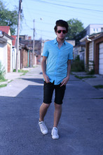 Case Sandberg - Ray Ban Cats5000, H&M Dress Shirt, Made By Me Black Shorts, Adidas White Shoes - The End is Not the End