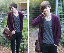 Yannick K. - Black Oversized Beanie, Cardigan, Grey Circle Neck Tee, Brown Retro Bag, Black Skinny Jeans - Somewhere only we know