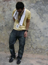 Pa8 Farid - Ray Ban Oldschool Look, Ben Sherman Yellow Shirt, Casio G Shock, Uniqlo Natural Fit Jeans, Macbeth Black - Show your attitude