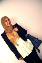 Aishah Amin. - Forever 21 Blazer, Forever 21 Necklace, Sunway Pyramid Bag, Edc Skinny Jeans, Diy Gold Headscarf - Stand up straight and look left.